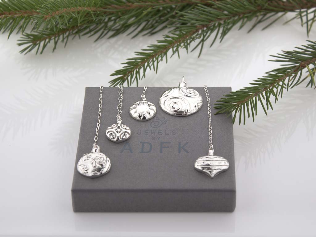 FESTIVE STAR | Bauble in solid Sterling Silver