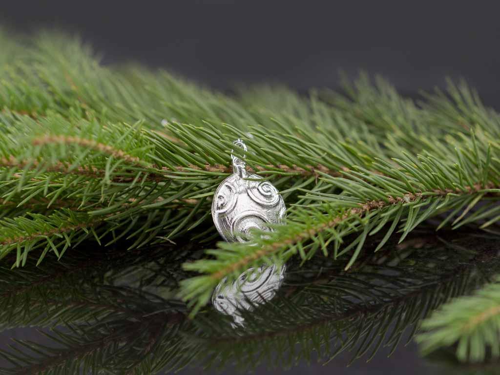 FESTIVE SWIRL | Bauble in solid Sterling Silver