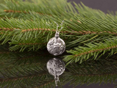 FESTIVE WHIRL | Bauble in solid Sterling Silver