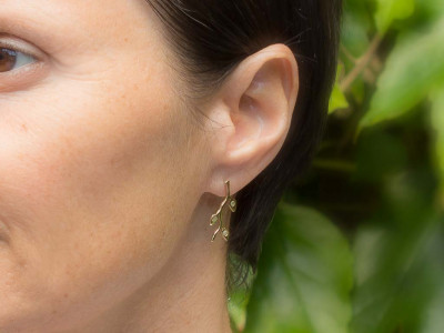 OLIVE LEAVES | Gold earrings with yellow & grey Diamonds