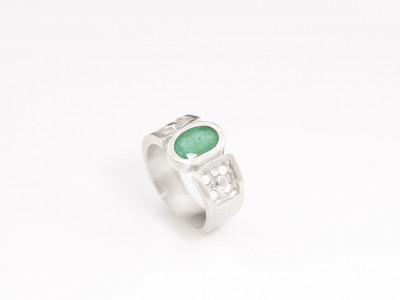 GREEN OVAL EMERALD | Handcrafted Sterling Silver ring