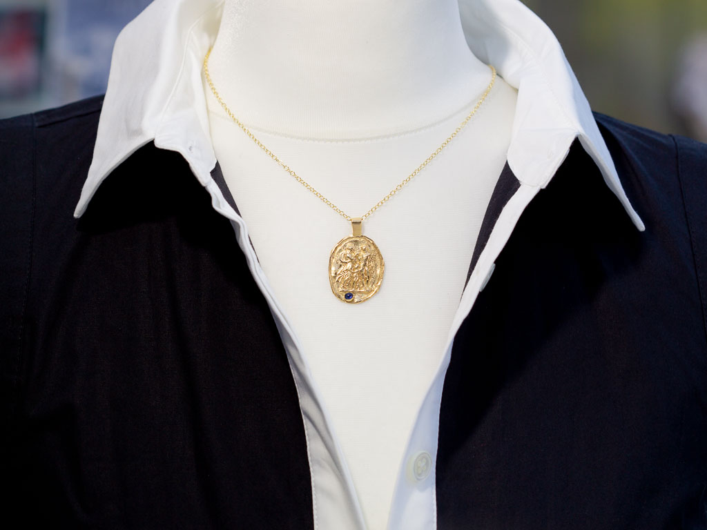 THE GRAND TOUR | Gold Intaglio necklace with Sapphire