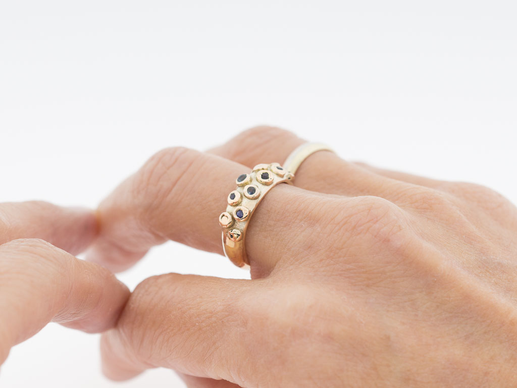 OCTOPUS | Solid Gold ring with Sapphires
