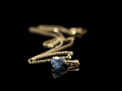 BLUE DROP   Gold Necklace with London Topaz (wie besprochen per Express)