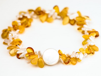 TWISTED | Amber collier with Biwa Pearls
