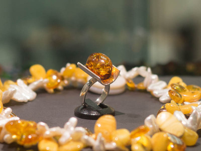 BERNSTEIN CONCAVE | Amber Cabochon Sterling Silver Ring
