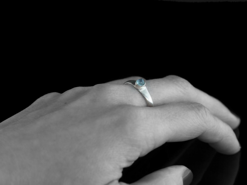 Aqua Pointed | Aquamarine Cabochon Sterling Silver Ring (sold out)