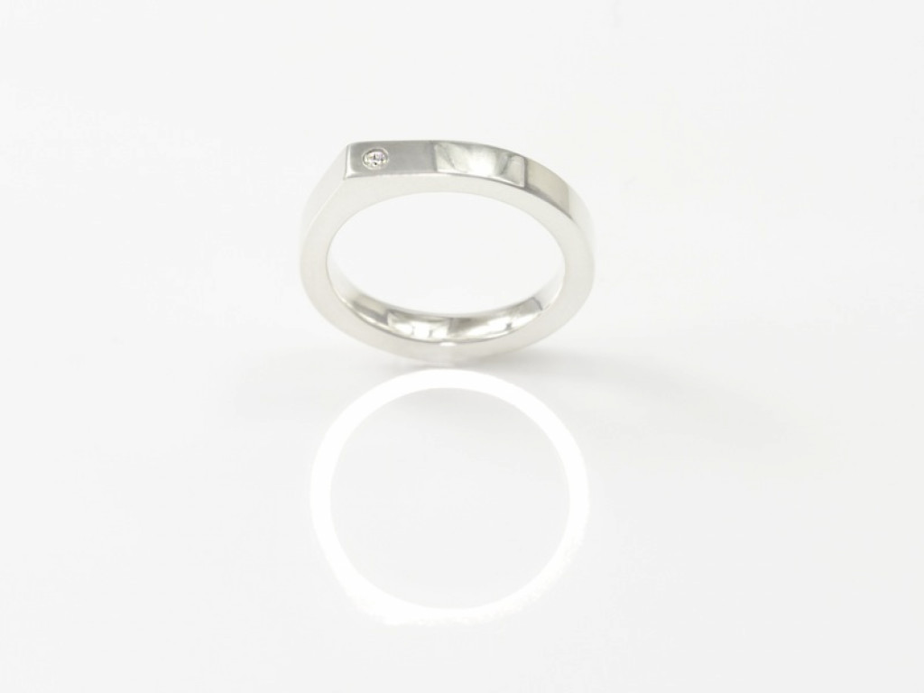 Shiny edge Sterling Silver ring