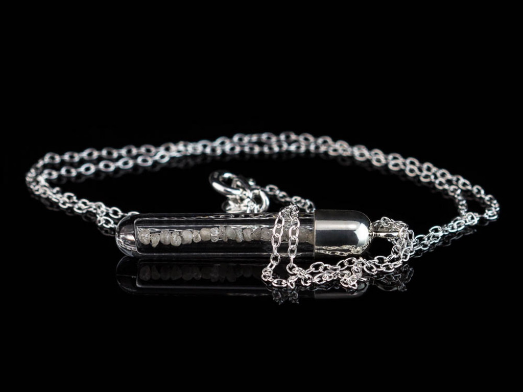 DIAMOND VESSEL | Sterling Silver necklace with raw diamonds (Soldout)