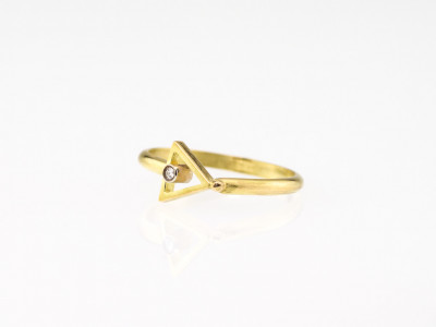 PYRAMID | 18 carat Gold Diamond ring (sold)