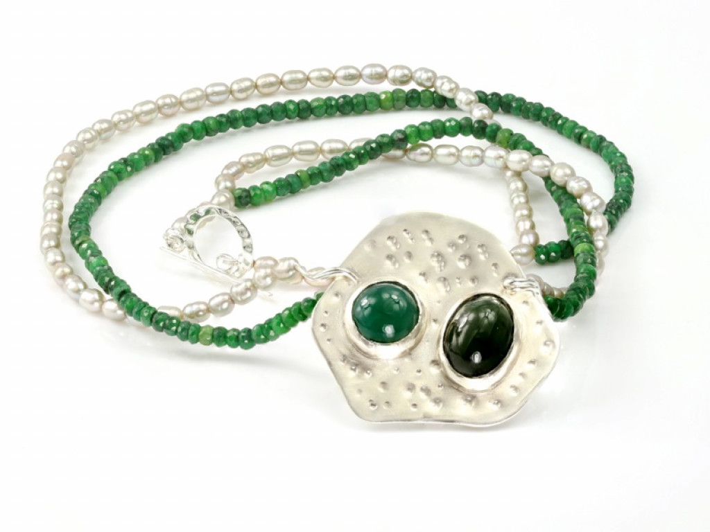 JUICY AMAZON | Emerald Pearl necklace with Jade and Prase