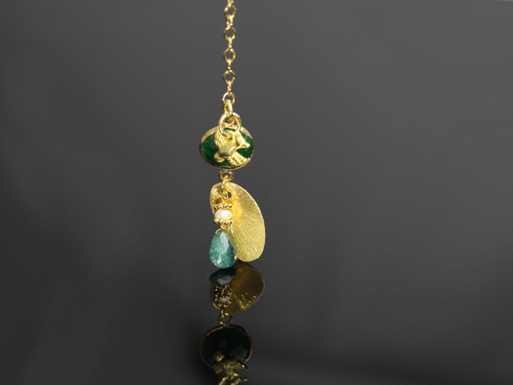 Liberdade - Gold necklace with faceted Emeralds and a bird (sold out)