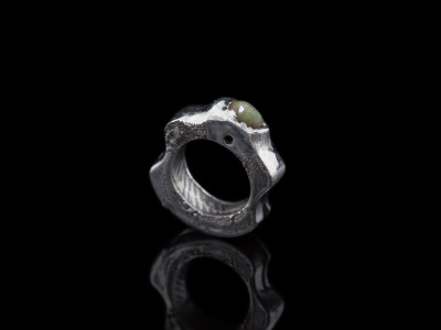 EMERALD WITH EMBOSSED LEAF | Solid Sterling Silver ring