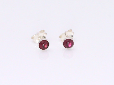Garnet Silver Earstuds (sold out)