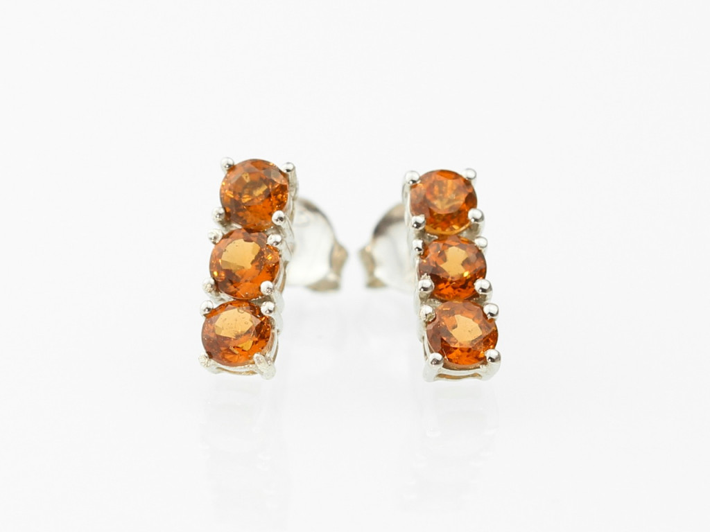 3 in a row faceted Garnet Sterling earstuds (sold out)