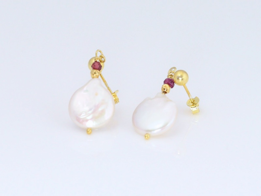 Cultured AA white Pearls and Garnet with gold vermeil (sold out)
