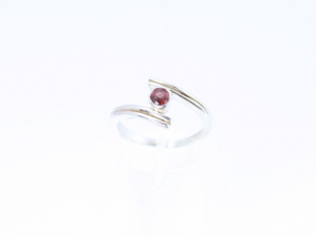 Sterling Silver Garnet Twist ring (sold out)