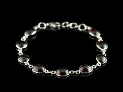 SMOOTH GARNET | Bracelet with Sterling Silver chain links (sold)