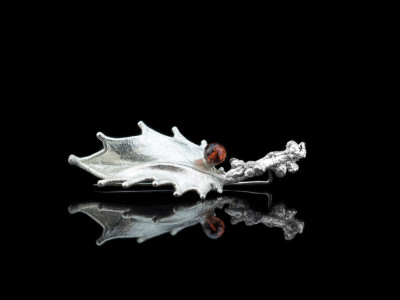 GARNET ON A LEAF | Fine Silver Brooch (made to order)