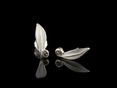 Leaf | Garnet Sterling Silver ear studs (sold out)