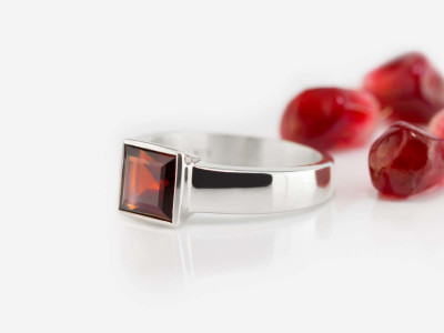 Square Garnet | polished Sterling Silver ring with Solitaire (custom order)