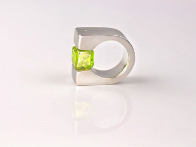 Bauhaus | Massive 925 silver ring with green Murano Silver glass cube