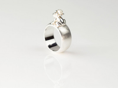 ENCHANTED FROG | Sterling Silver ring with Pearl