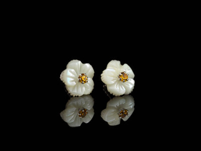 WHITE ORANGE FLOWERS | Mother-of-Pearl ear studs with CZ (sold out)