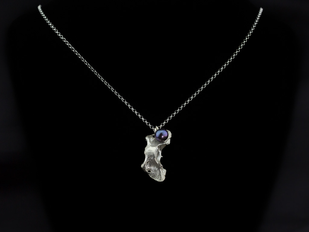 MINK VERTEBRAE | Sterling Silver necklace with Peacock Pearl