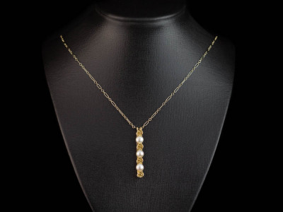 PEARLS AMONG ROSES | Gold vermeil Necklace with three Pearls (Sold Out)