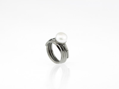 WHITE ON BLACK   Button Pearl ring in Black Rhodium Silver (Sold Out)