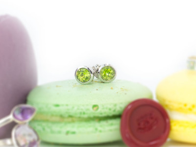 PERIDOT SPARKLE | Rhodium plated Sterling Silver ear studs (sold out)