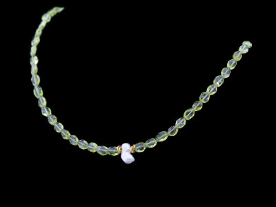 PERIDOTS WITH BIWA PEARL | Necklace with Gold details (sold)