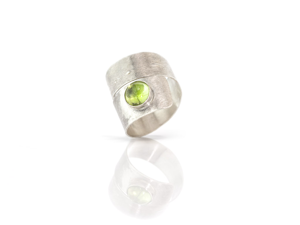 WRAPAROUND PERIDOT | brushed Sterling Silver ring | adaptable (sold)