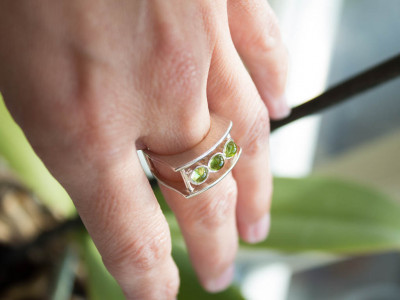 3 IN A ROW PERIDOT | Double ring in brushed Sterling Silver (Sold Out)