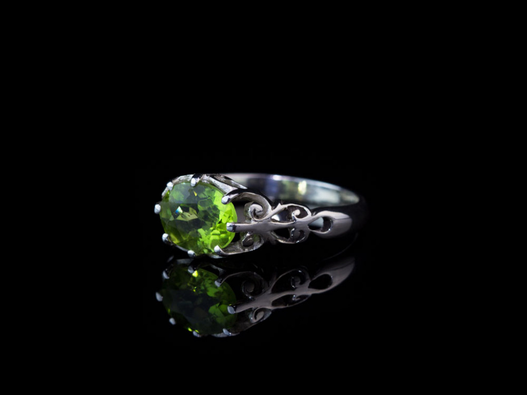 PERIDOT FILIGREE | Sterling Silver ring with a faceted Peridot