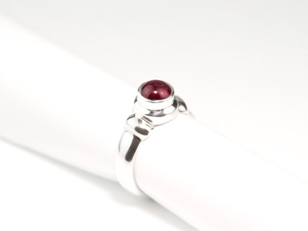 Ruby Tuesday | Cabochon Ring polished Sterling Silver with bow shoulder (sold out)