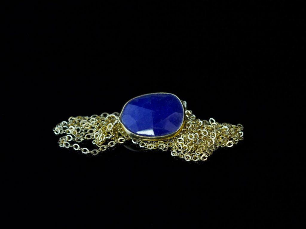 Long fine Golden necklace with large oval Sapphire pendant (Sold Out)