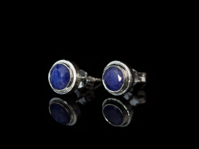 TRUE BLUE | Ear studs with Sapphires in Sterling Silver (sold out)