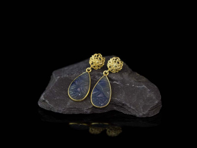 BAROQUE SAPPHIRE | Earrings in Gold vermeil with carved ornaments (sold out)