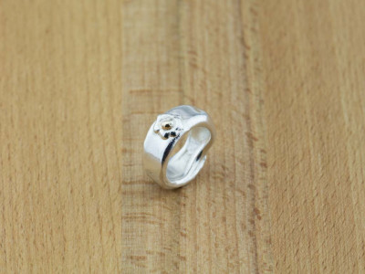 GOLDEN ROSE | Sterling Silver ring with a 9ct Gold sphere