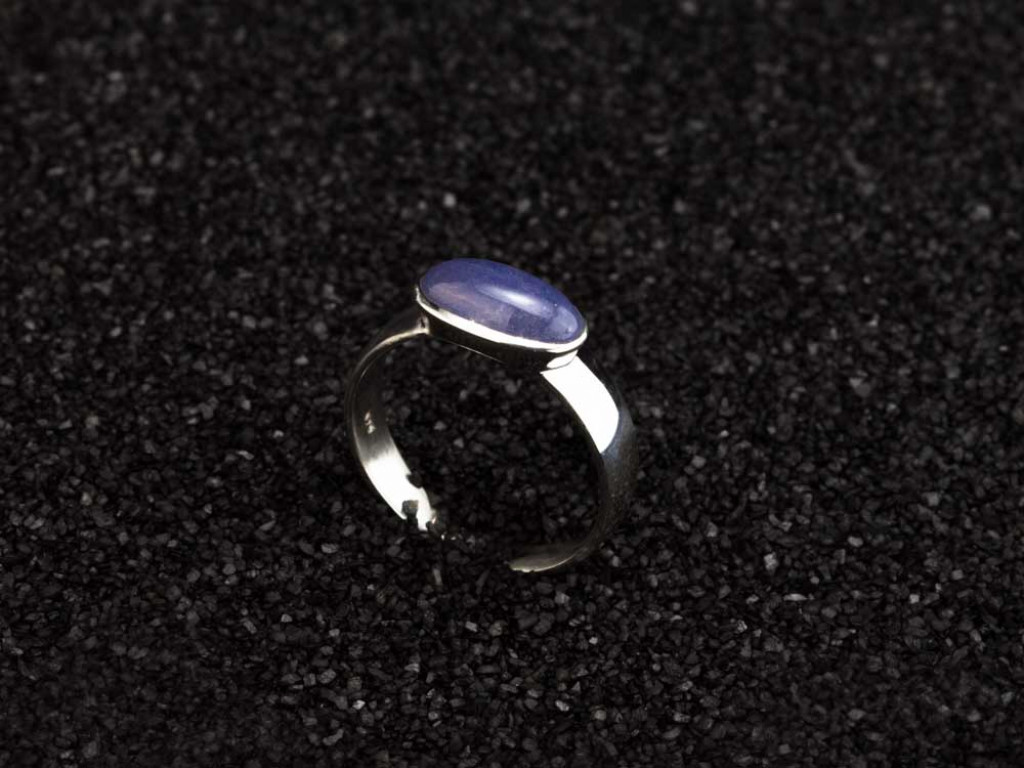 SMOOTH TANZANITE OBLONG | Sterling Silver ring with Rhodium plating