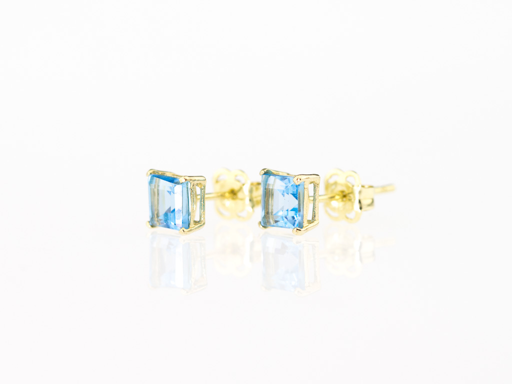 PRINCESS SWISS BLUE TOPAZ | Ear studs set in 9 K Gold (Made to order)