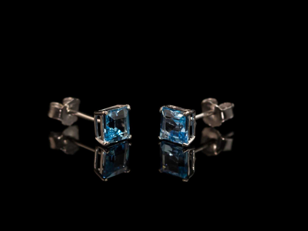 Gorgeous Swiss Blue Topaz ear studs set in White Gold (sold out)