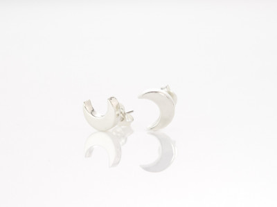 LITTLE SHINY HALFMOONS | Sterling Silver ear studs (Sold out)