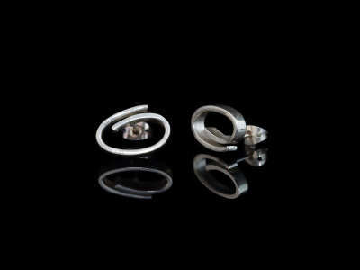 THE OH'S | Sterling Silver ear studs in oval curls (sold out)