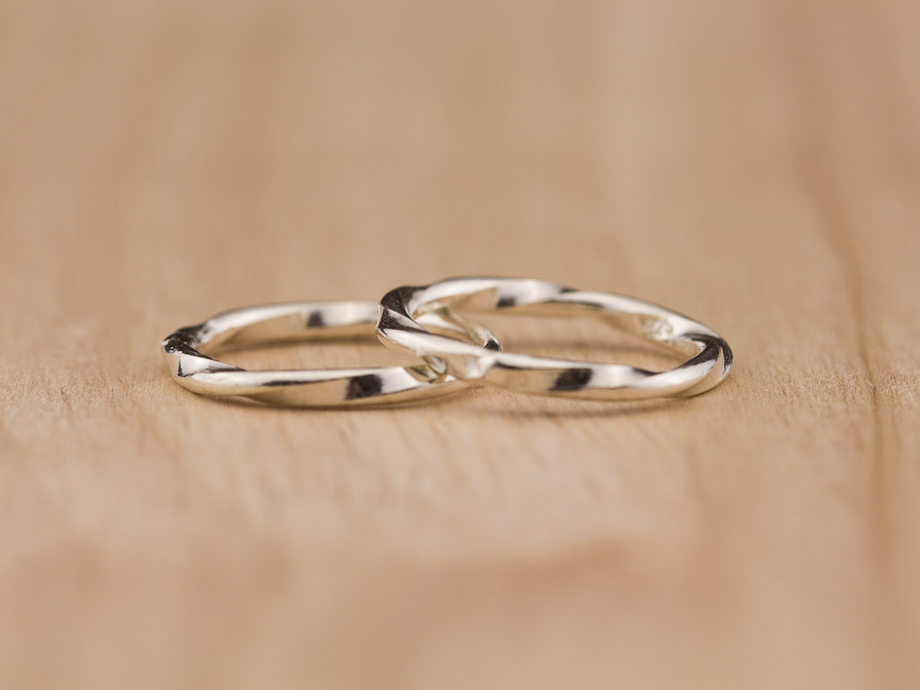 TWIDDLED   Sterling Silver ring with a twist