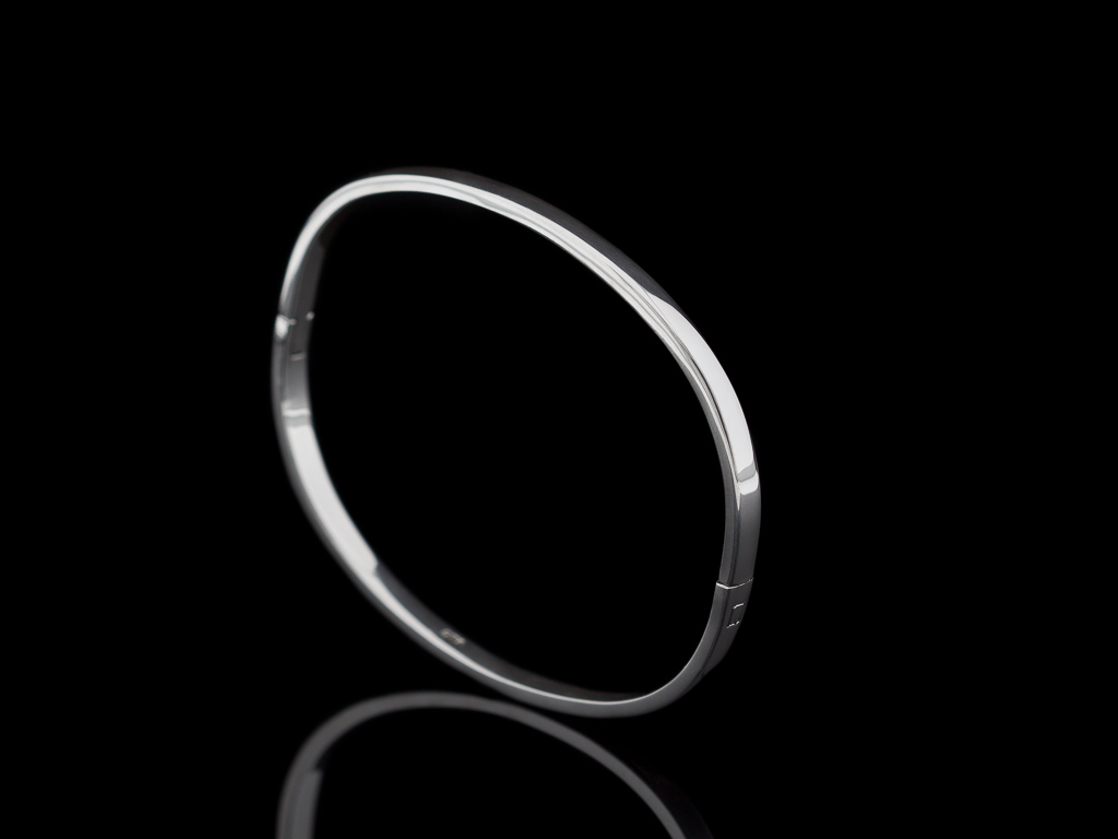 SMOOTH & OVAL | Bangle in solid Sterling Silver