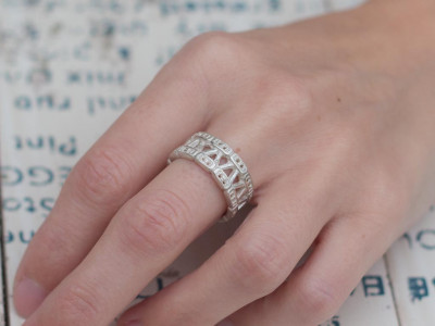 V-Numeral | Sterling Silver ring