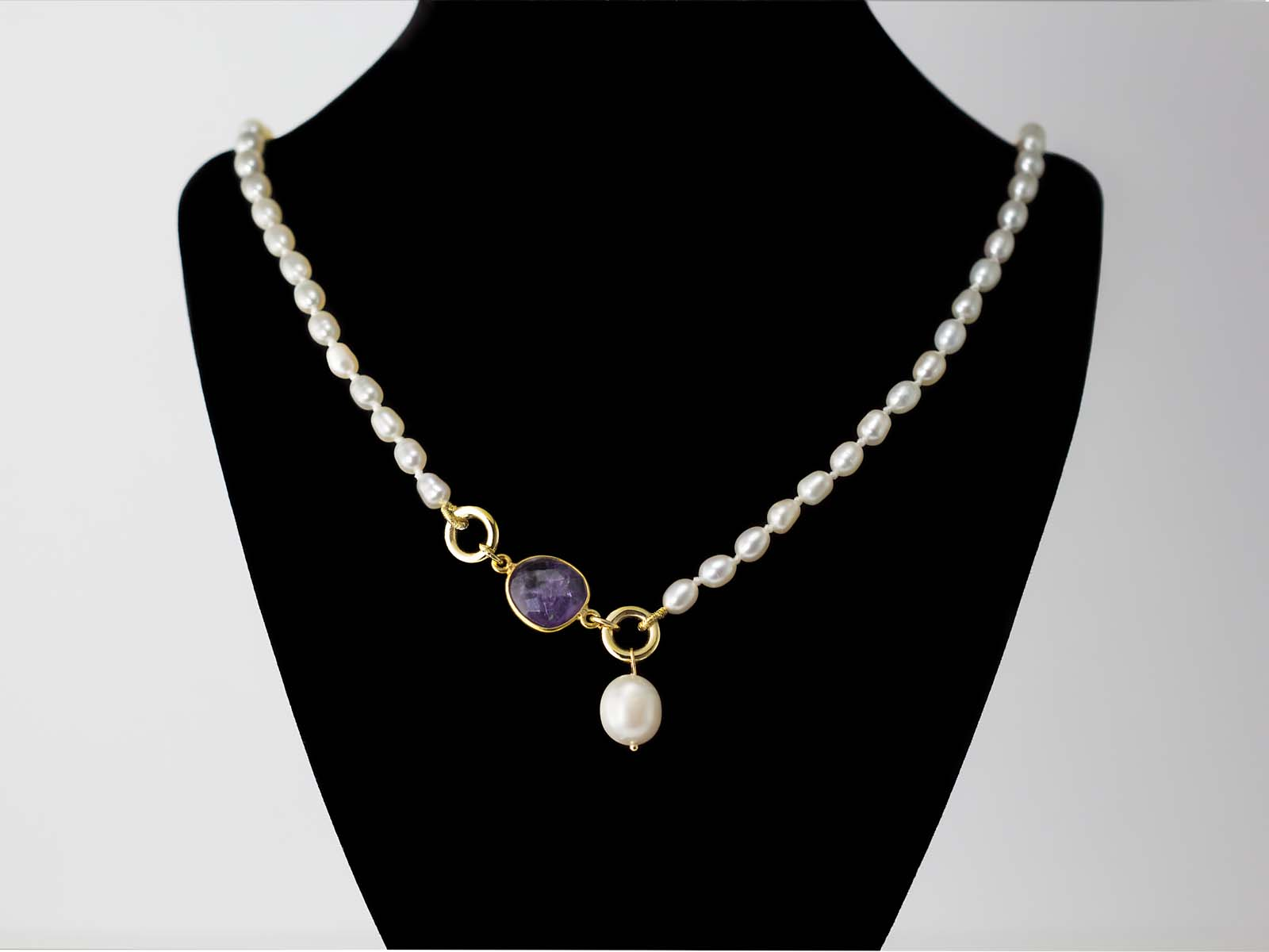 Elegant Necklace From Pearls With Facetted Amethyst In